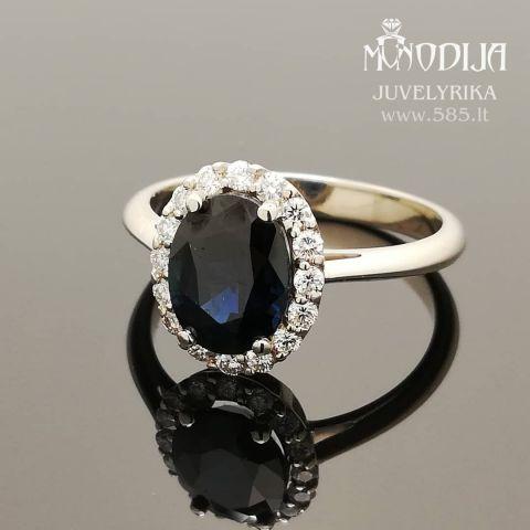 Balto aukso sužadėtuvių žiedas puoštas safyru ir briliantais. Svoris 3g, 16vnt po 0.02ct.  Kaina nuo 1200€