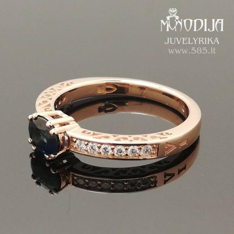Sužadėtuvių žiedas su smaragdu puoštas briliantais. Svoris 4g, briliantai po 0.015ct. Kaina nuo 800€