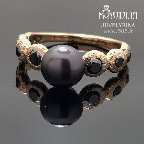 Geltono aukso žiedas su juodu perlu puoštas juodais briliantais. Svoris 3g