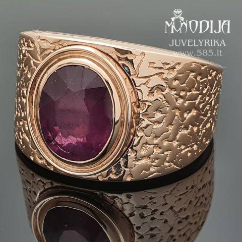 Raudono aukso žiedas su rubinu. Svoris 20g. Kaina nuo 1200€