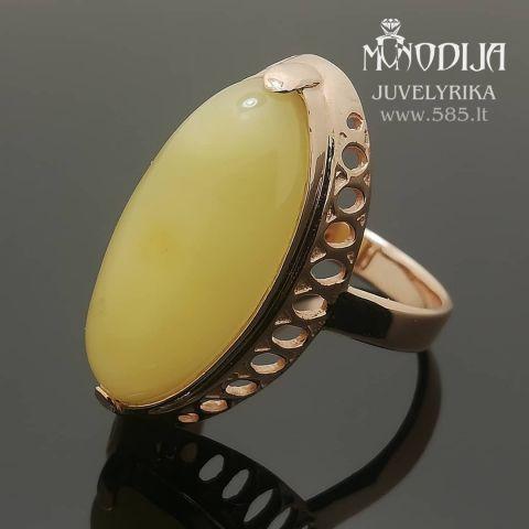 Vintažinis žiedas su gintaru. Svoris 6g, natūralus Baltijos gintaras.