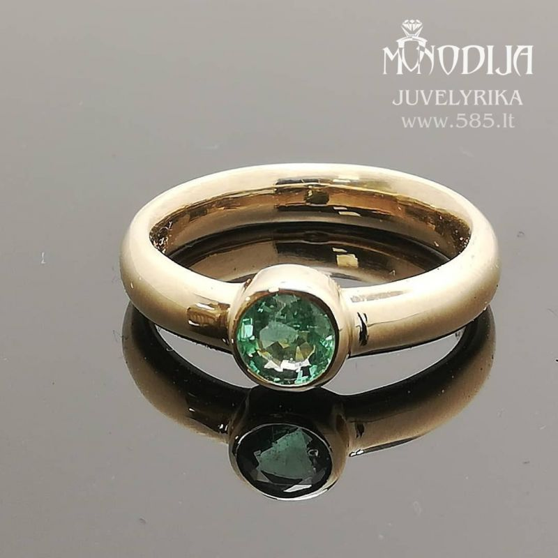 Geltono aukso žiedas puoštas smaragdu. Svoris 5g, smaragdas 0.6ct. Kaina nuo 500€ - www.585.lt