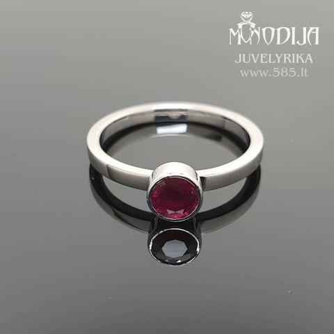 Balto aukso žiedas su rubinu. Svoris 2.5g,  rubinas 0.5ct. Kaina nuo 500€