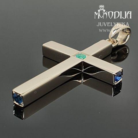 Balto aukso kryžiukas puoštas smaragdu ir safyrais. Svoris 12g.  Darbas nuo 200€